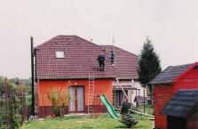 Kőműveshez, tetőfedőhöz, vagy festőhöz forduljak, ha nyáron elviselhetetlenül meleg van a padlástérben? No ezt a dilemmát hamar fel lehet oldani.